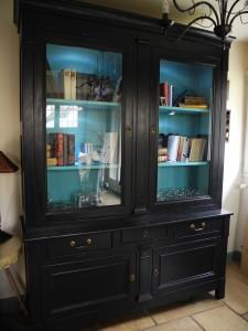 vitrine noire-bleue